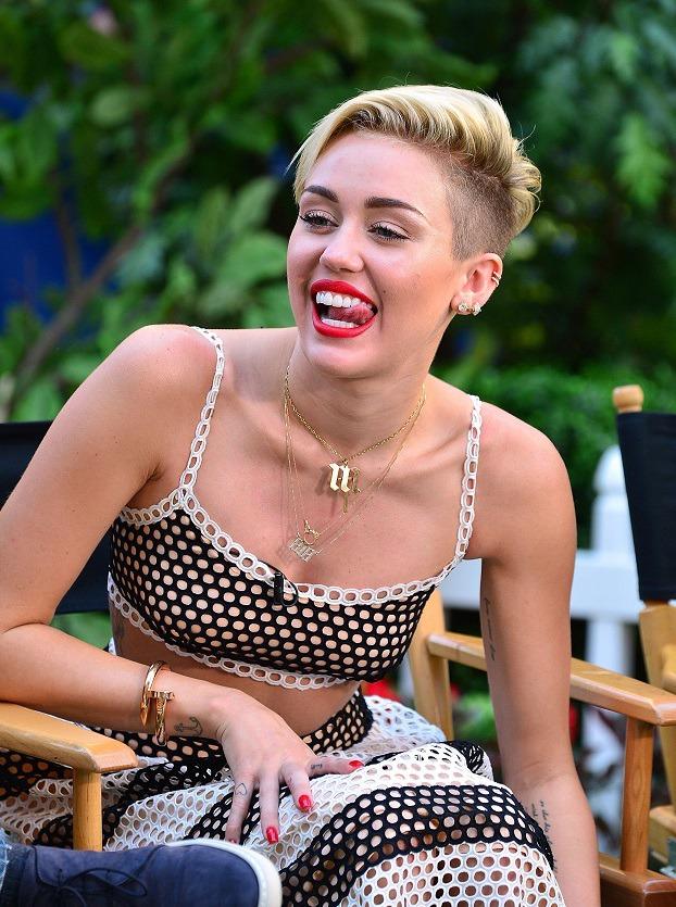 Miley Cyrus zeigt uns ihre sexy Beine Promiflashde